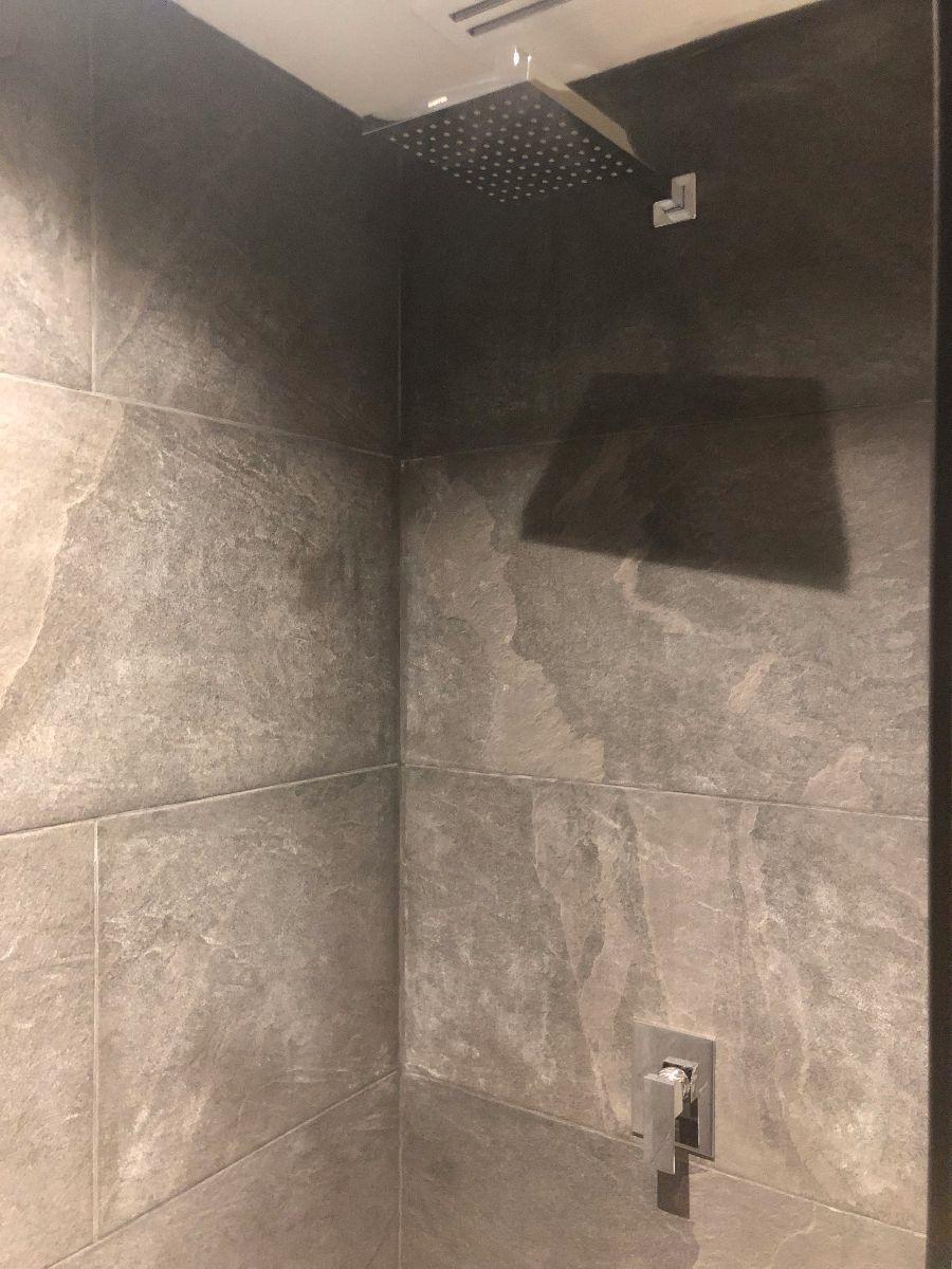 16 de 16: Los materiales de los baños son cuidadosamente seleccionados