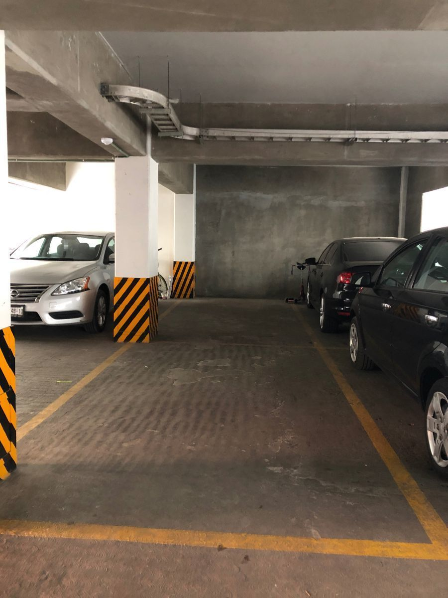 20 de 21: Dos lugares de estacionamiento