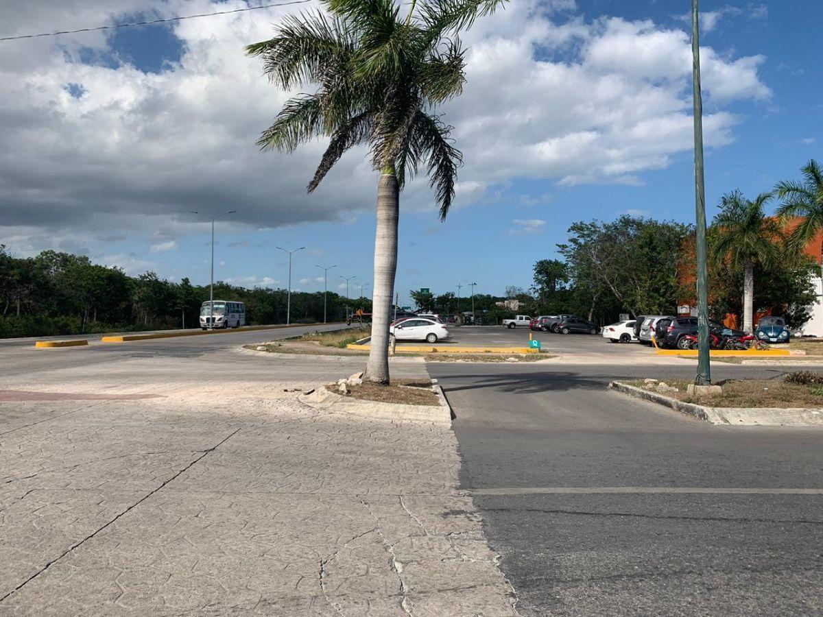 3 de 13: Vista desde enfrente hacia oficinas municipales