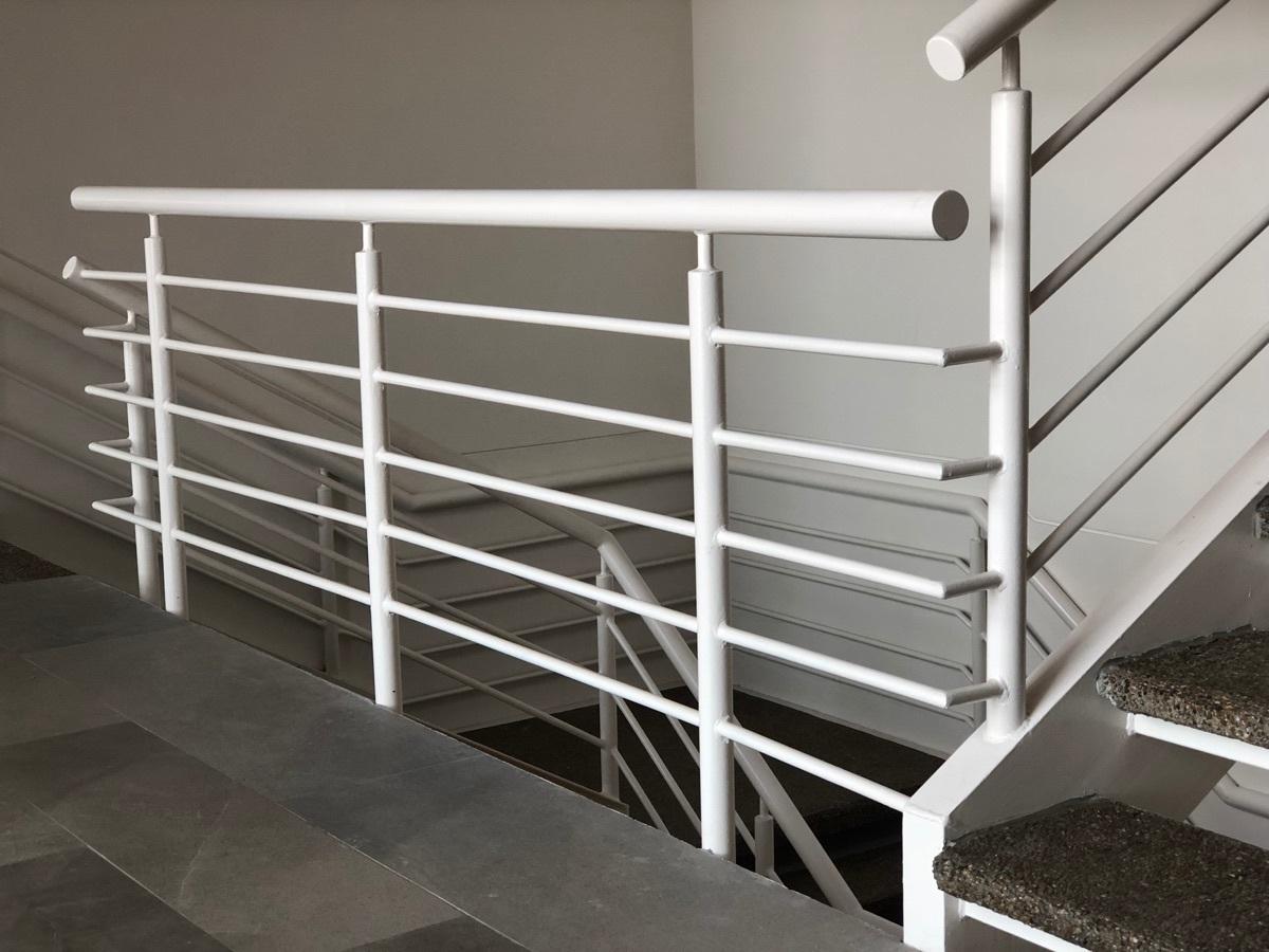 10 de 43: Escaleras interiores.