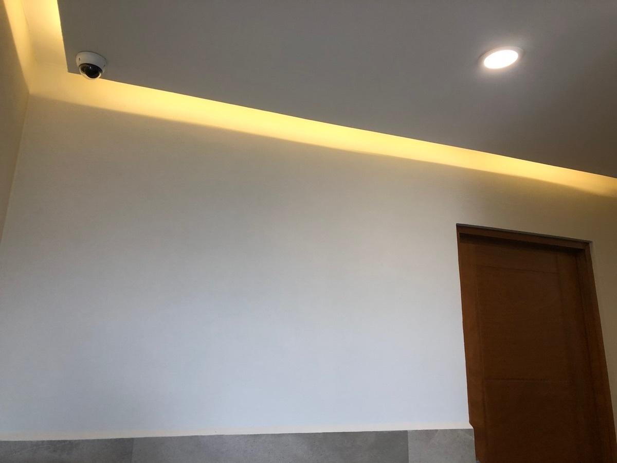 23 de 43: Luz indirecta en los corredores.