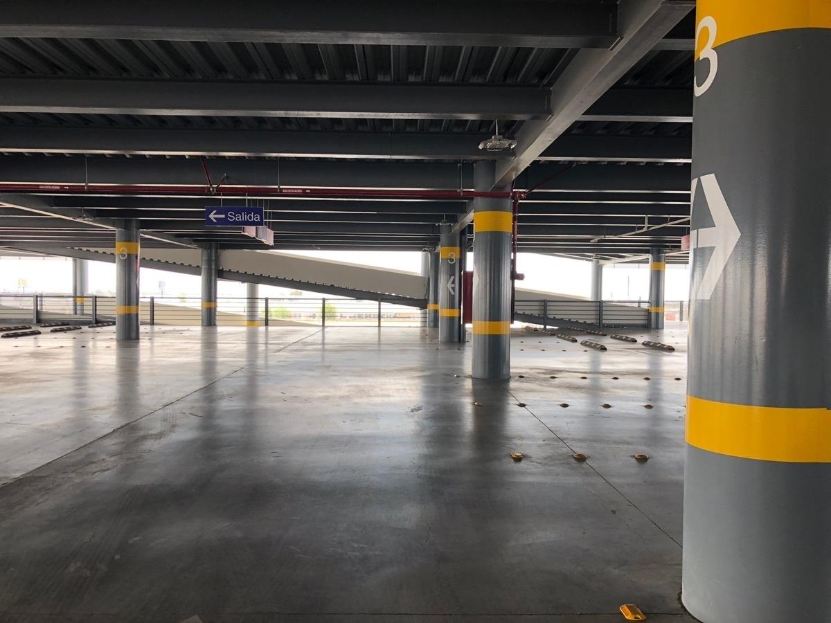 31 de 43: Estacionamiento techado 76 cajones por nivel