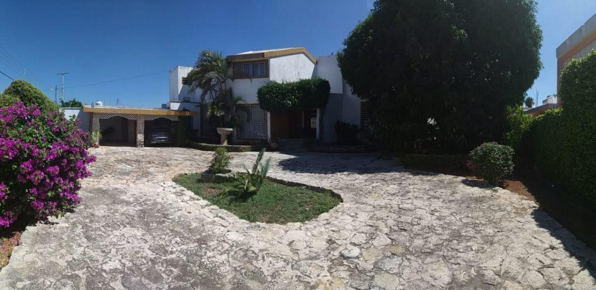 1 de 23: Vista de la casa desde la entrada