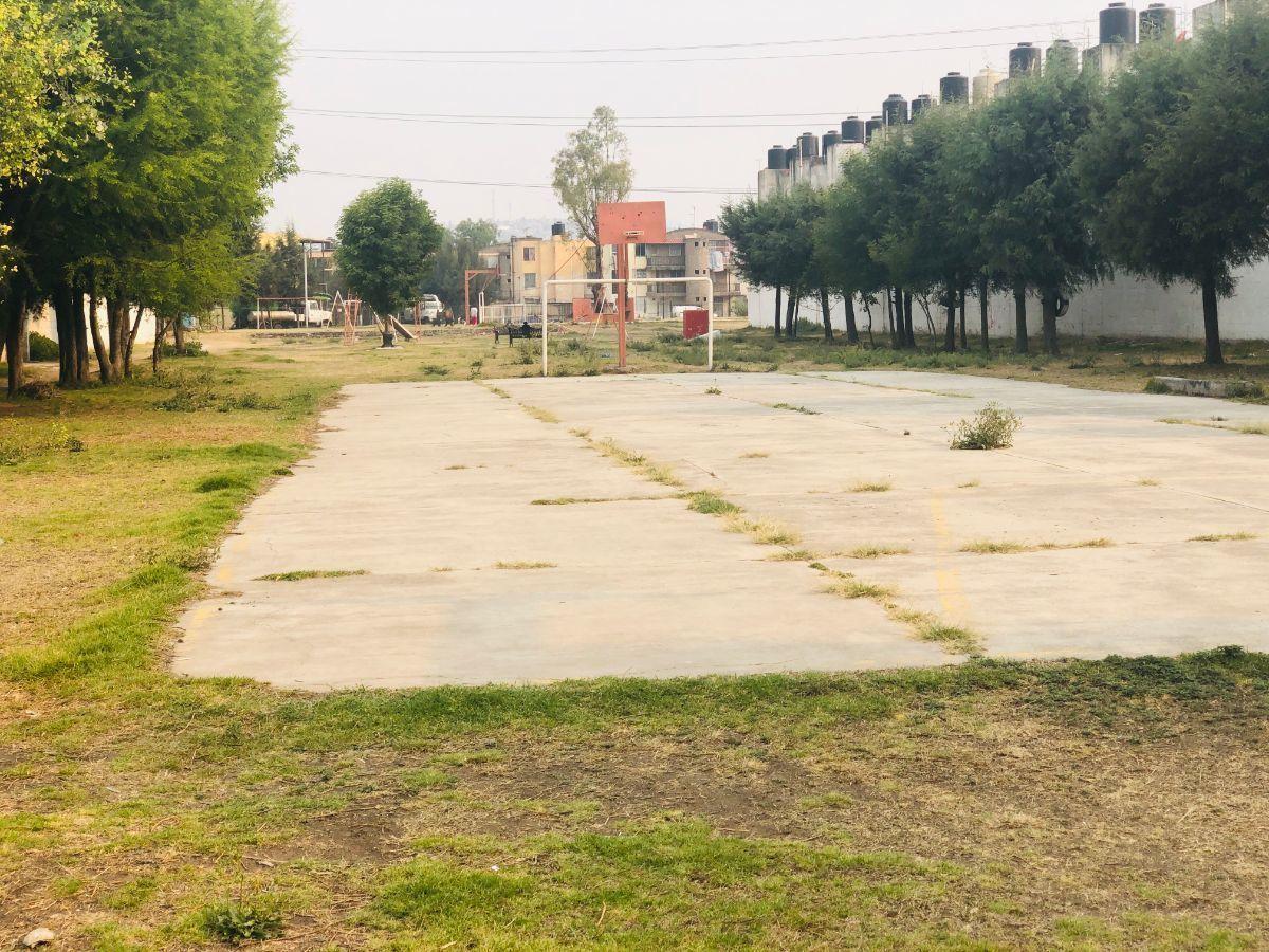 16 de 17: Jardín común trasera de privadas 1