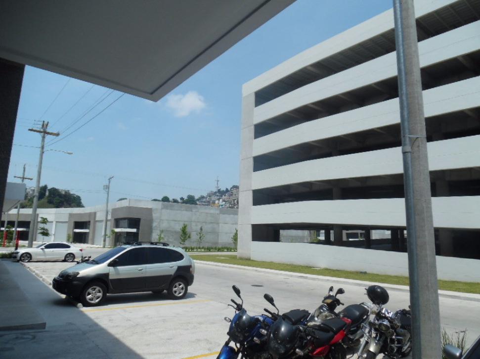 2 de 10: Cinco niveles de estacionamientos
