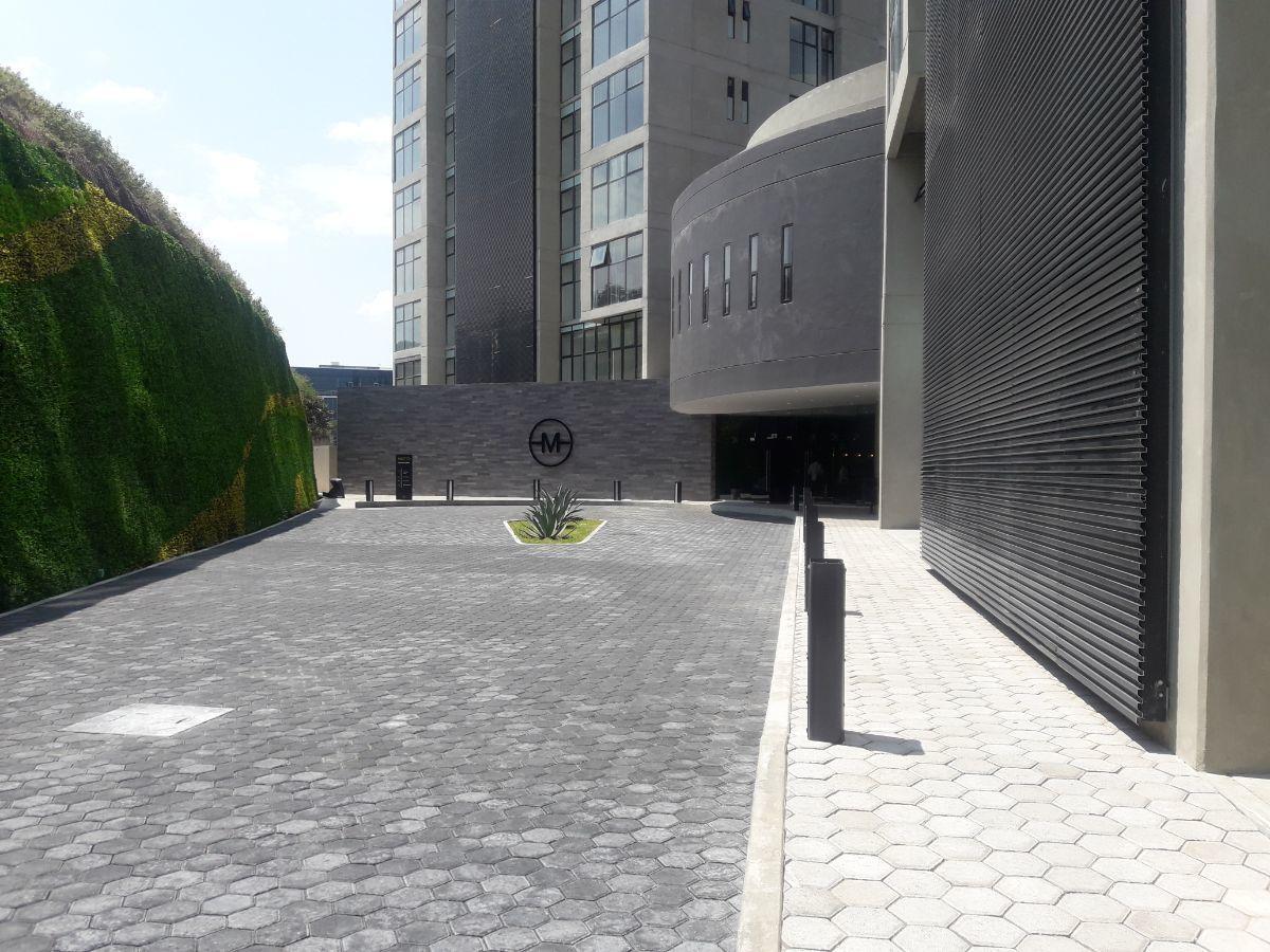 3 de 19: Acceso edificio MOTTO
