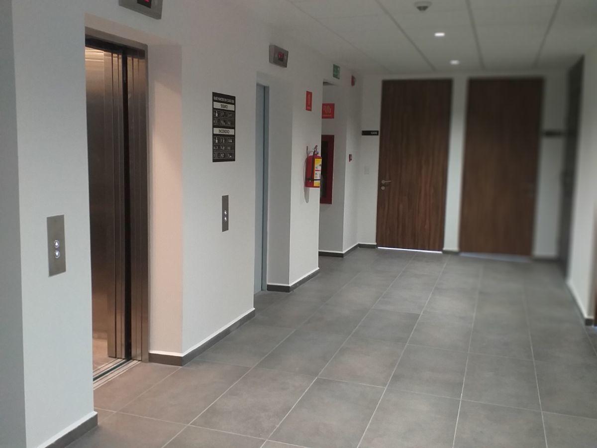18 de 19: Pasillo elevadores