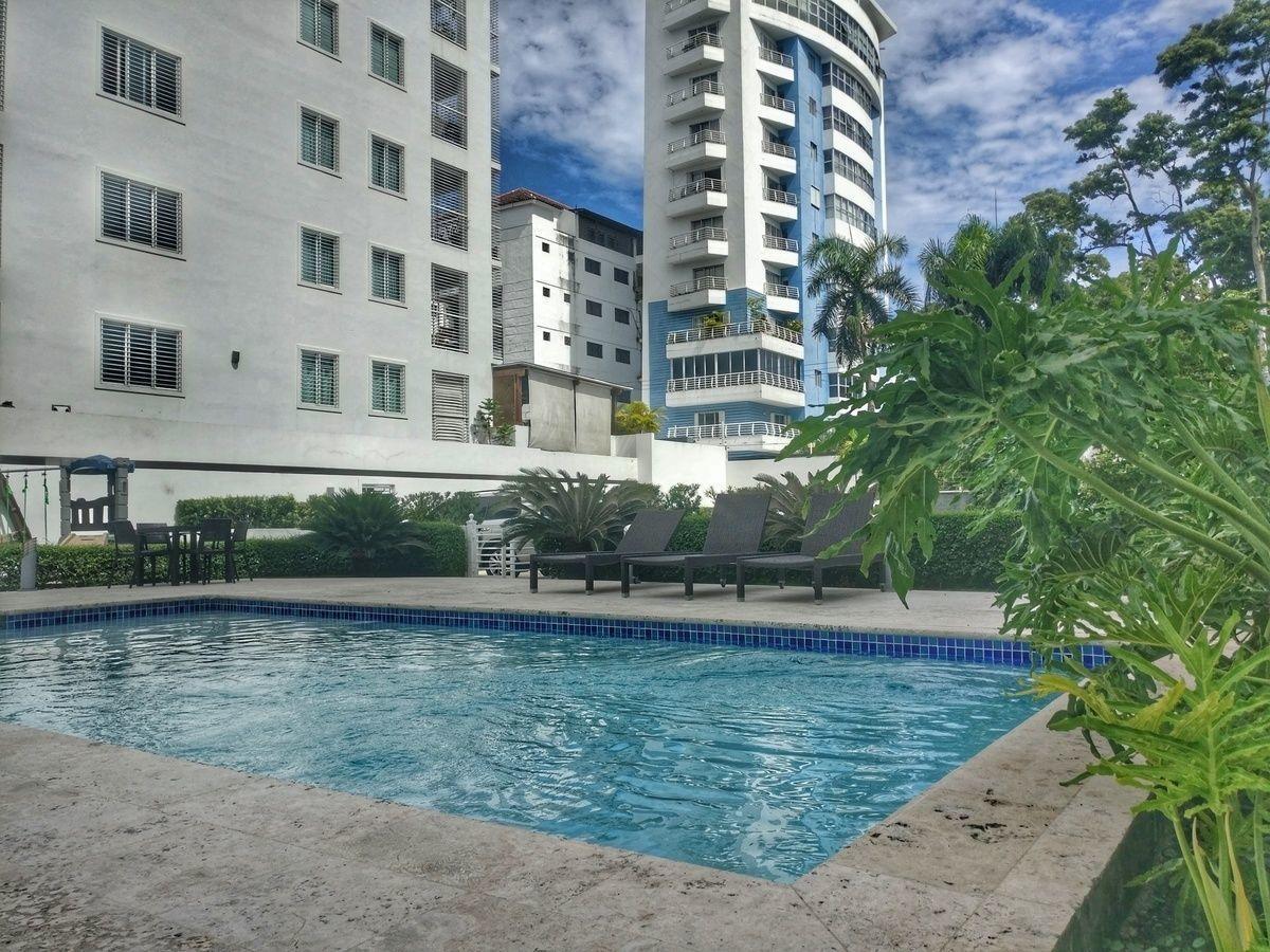 2 de 16: Area social con piscina