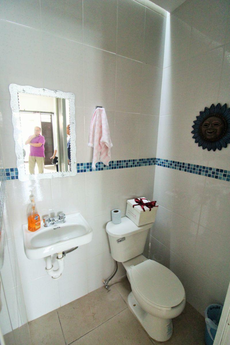 10 de 14: baño de visitas