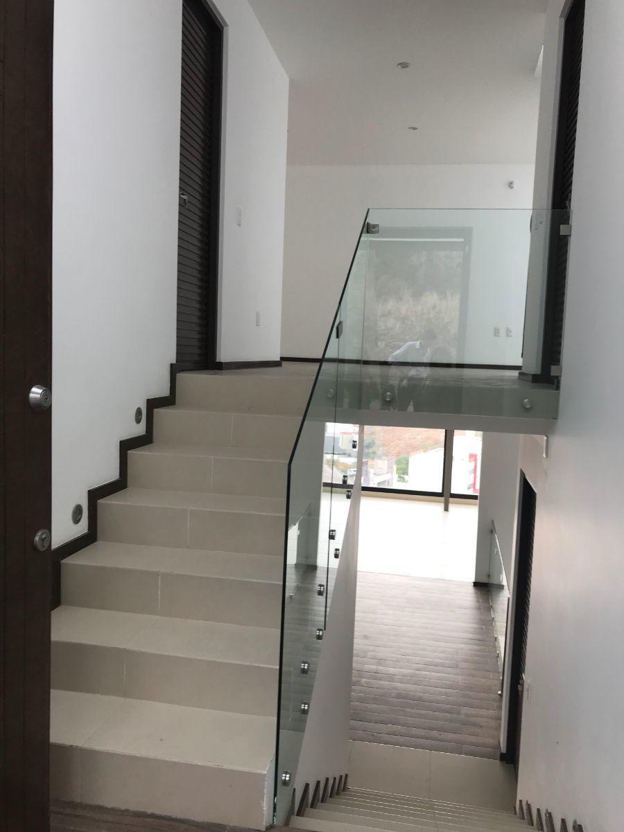 24 de 48: Escaleras