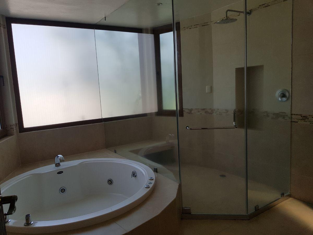 15 de 48: Baño principal