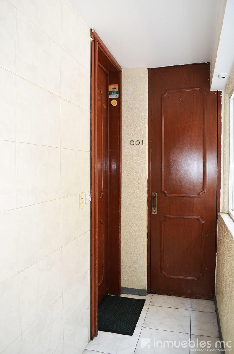 24 de 29: entrada al departamento