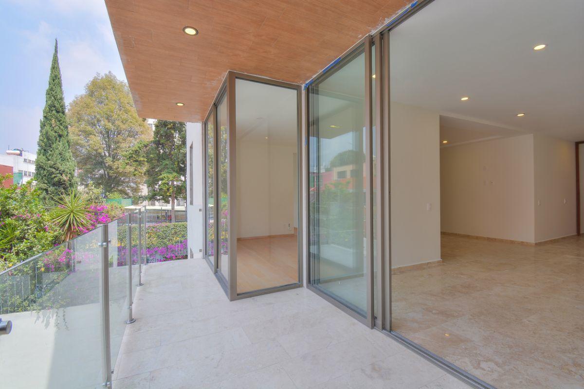 3 de 38: Terraza que se integra a sala y balcón