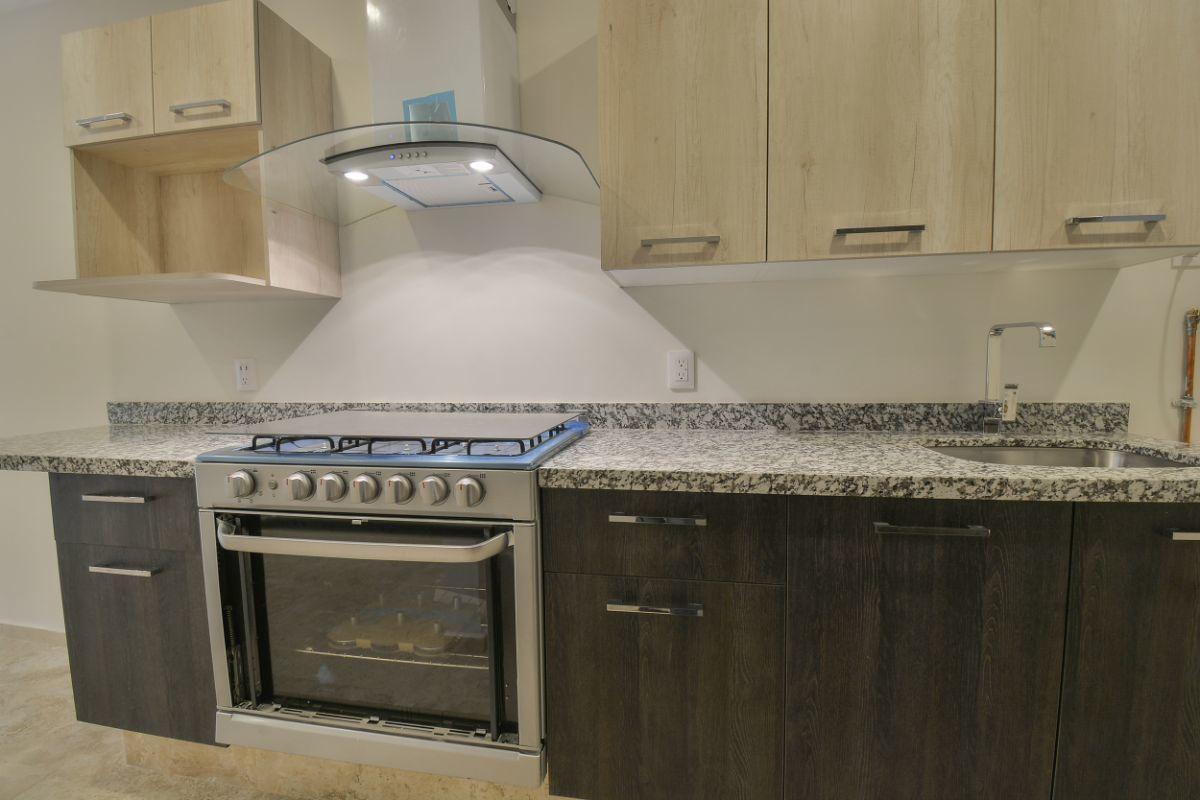 14 de 38: Amplia cocina con campana extractora además de filtro