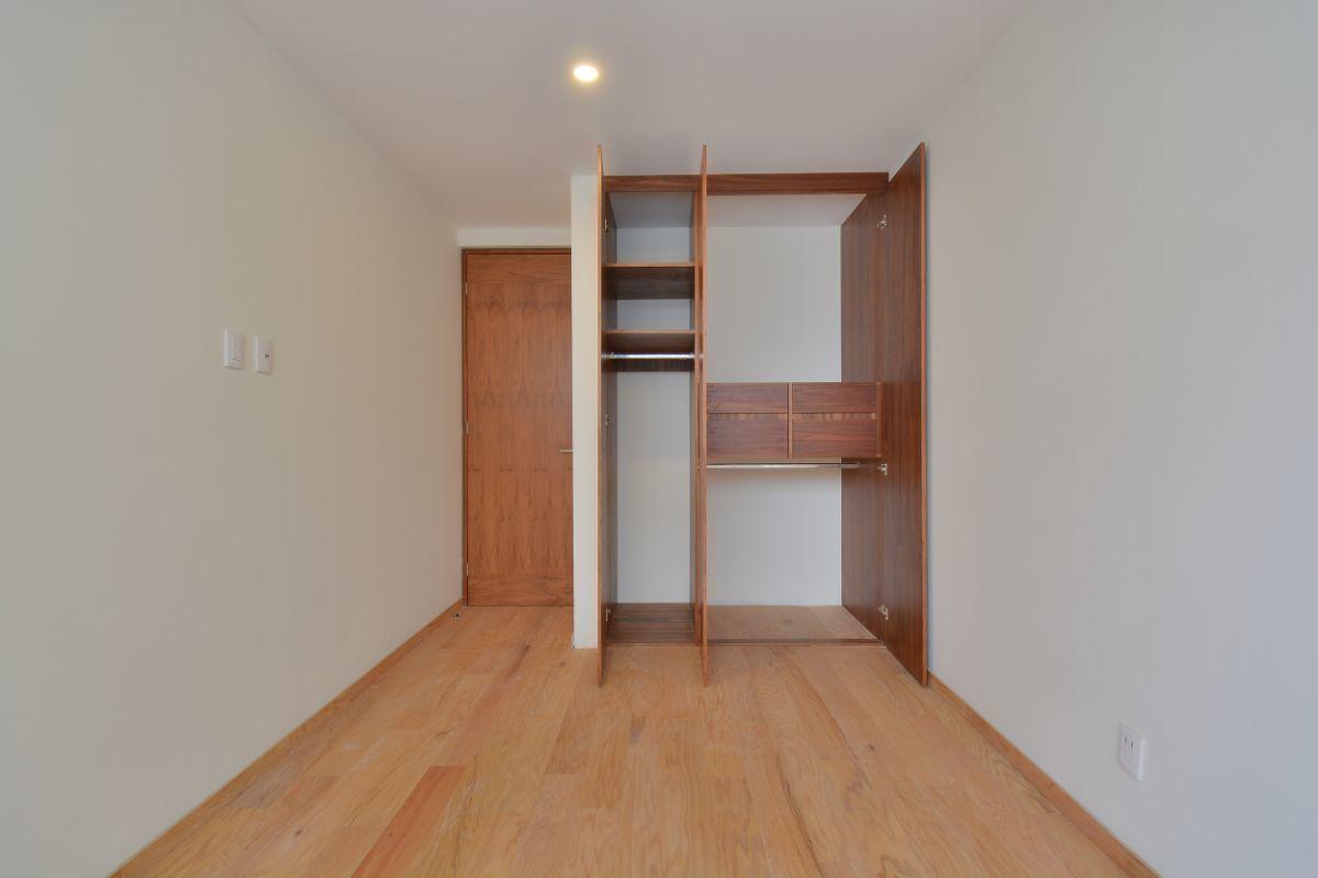 27 de 38: Closet con doble colgador con sistema  elevador