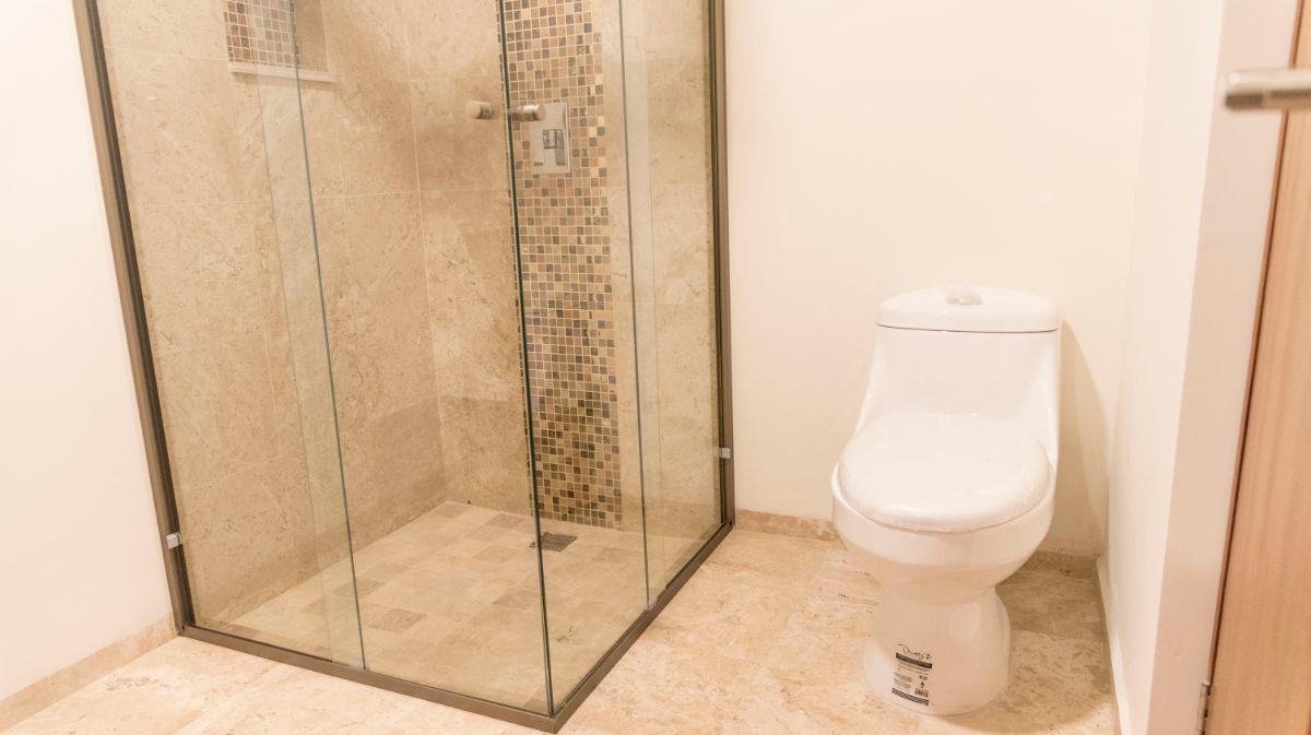 31 de 38: Cancel y mueble de baño one piece