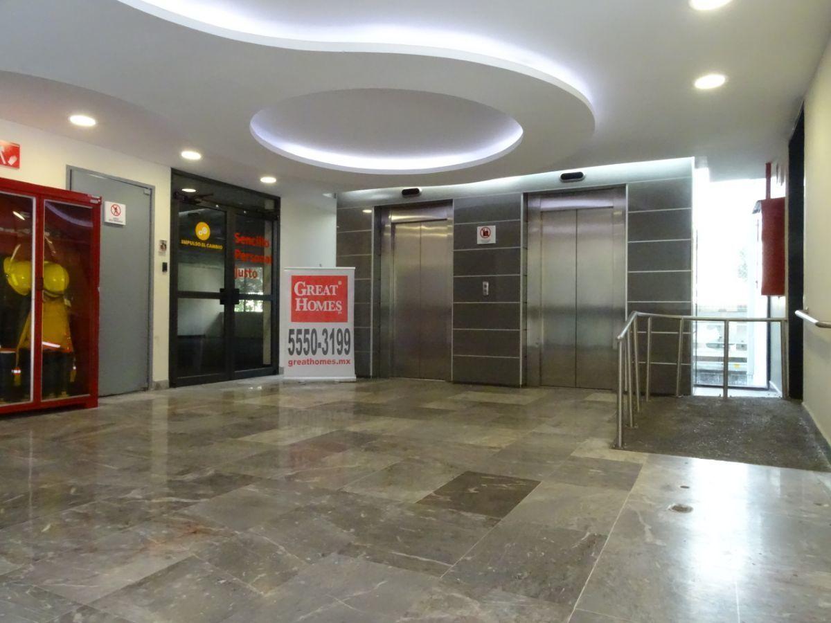 5 de 10: Vestíbulo de salida de elevadores
