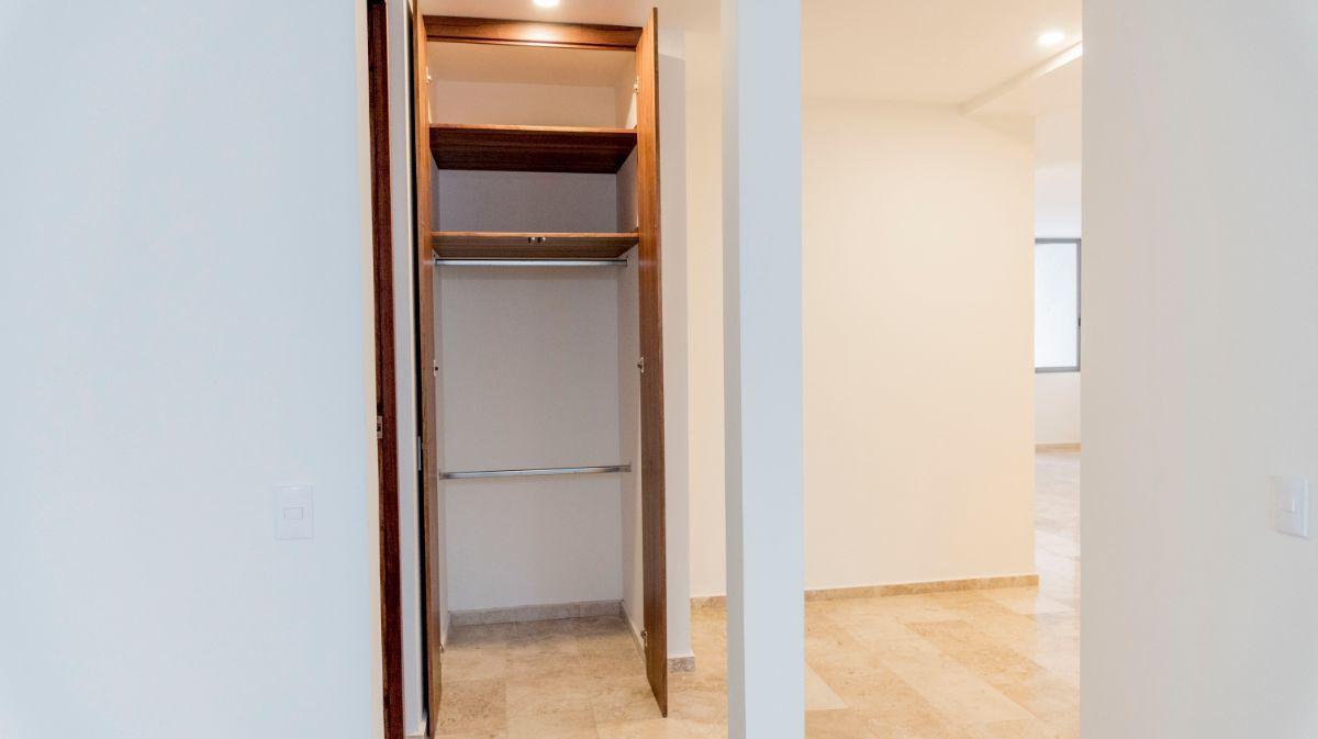 10 de 32: Closet de blancos o de visitas