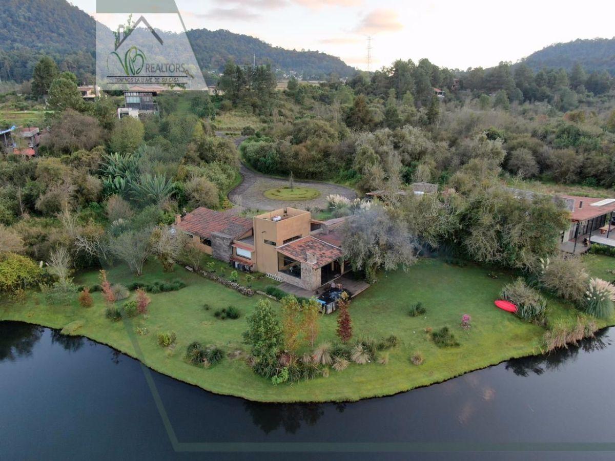 1 de 27: Vista aérea de la propiedad.