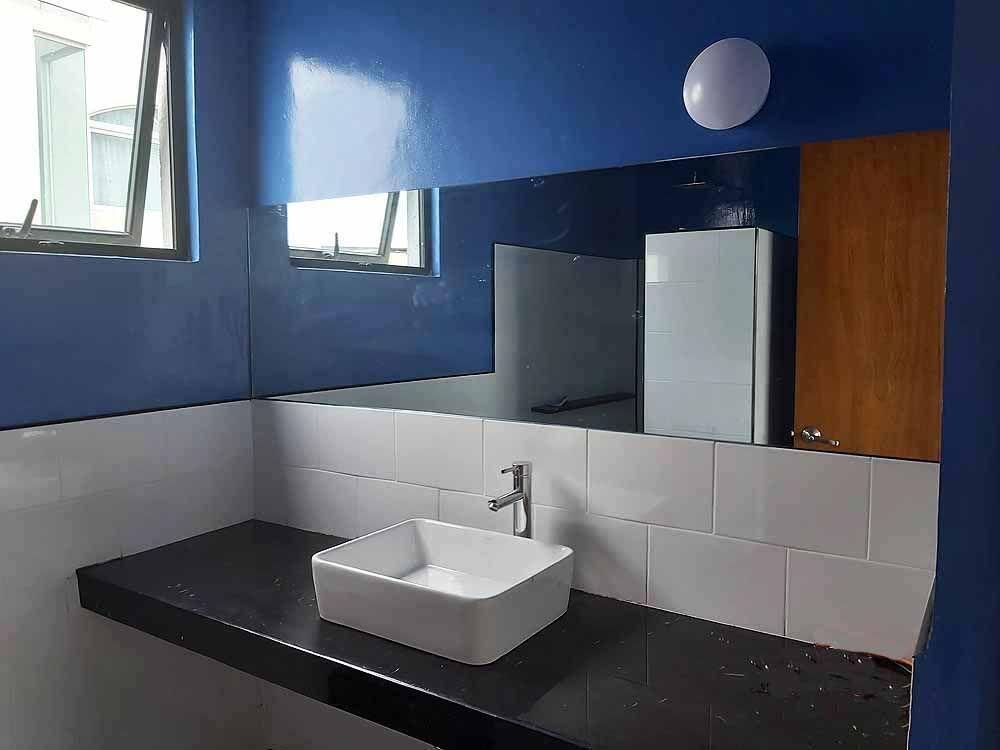 20 de 22: Baño completo piso Salón