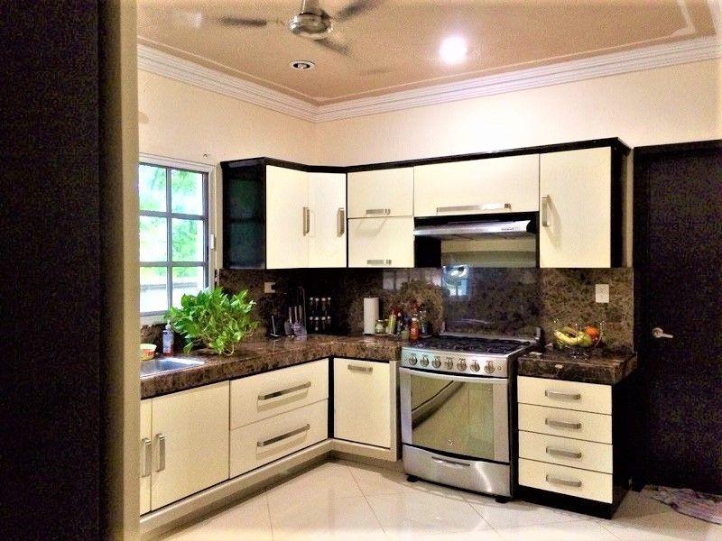 7 de 23: Cocina, área de estufa.