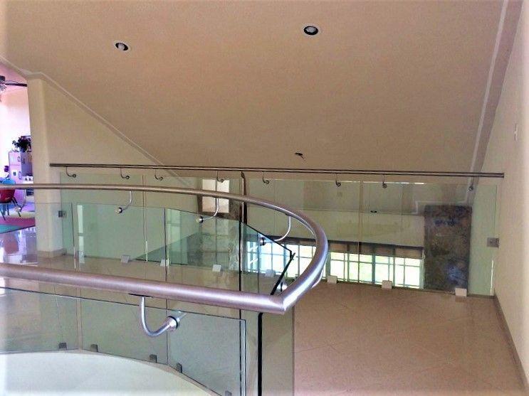 17 de 23: Balcón interior planta alta.
