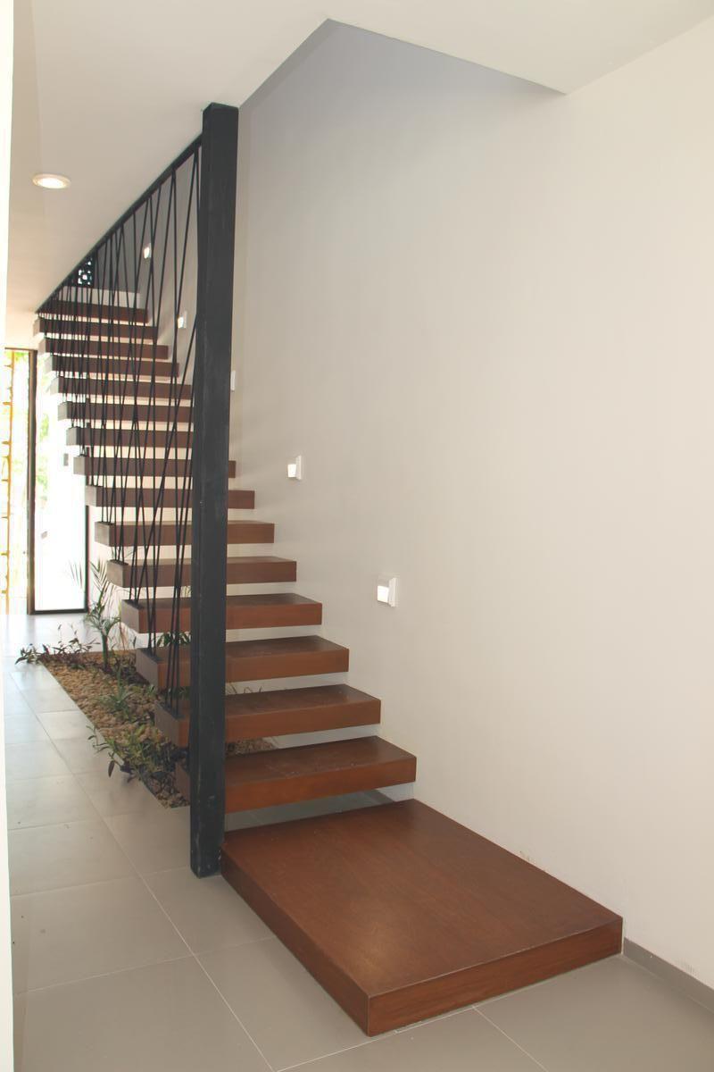 19 de 43: Escaleras de madera con diseño contemporáneo.