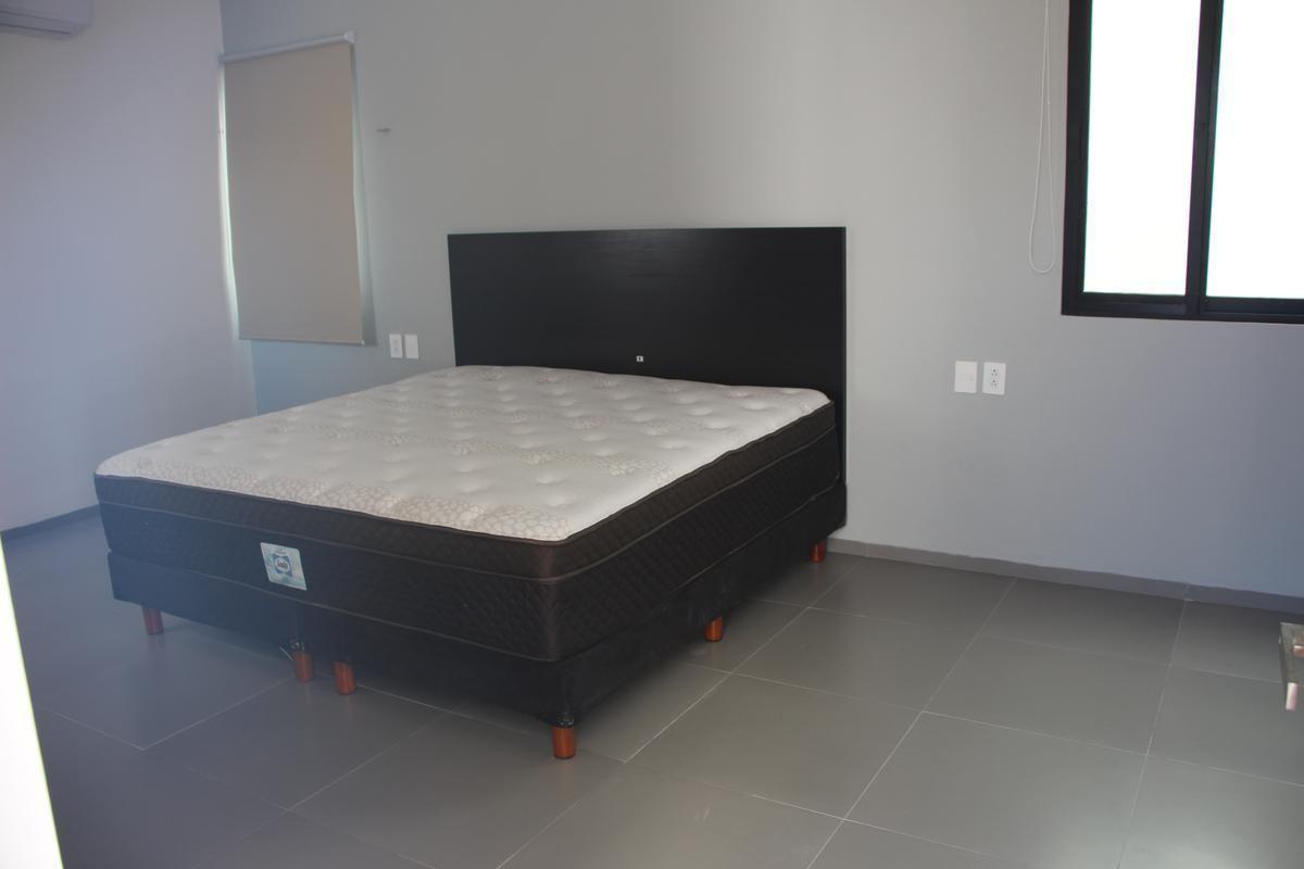 30 de 43: Recámara principal con cama king size incluida.