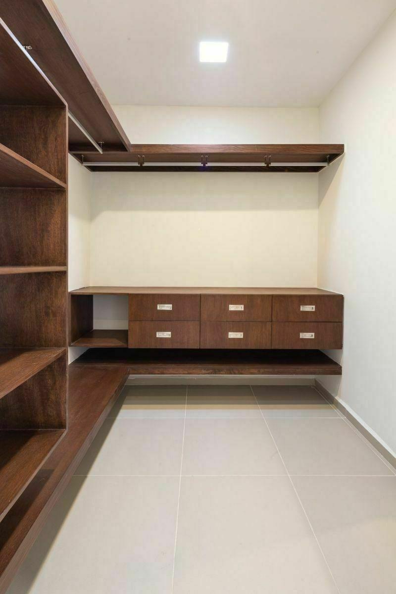 8 de 14: Closet Vestidor Recámara Principal