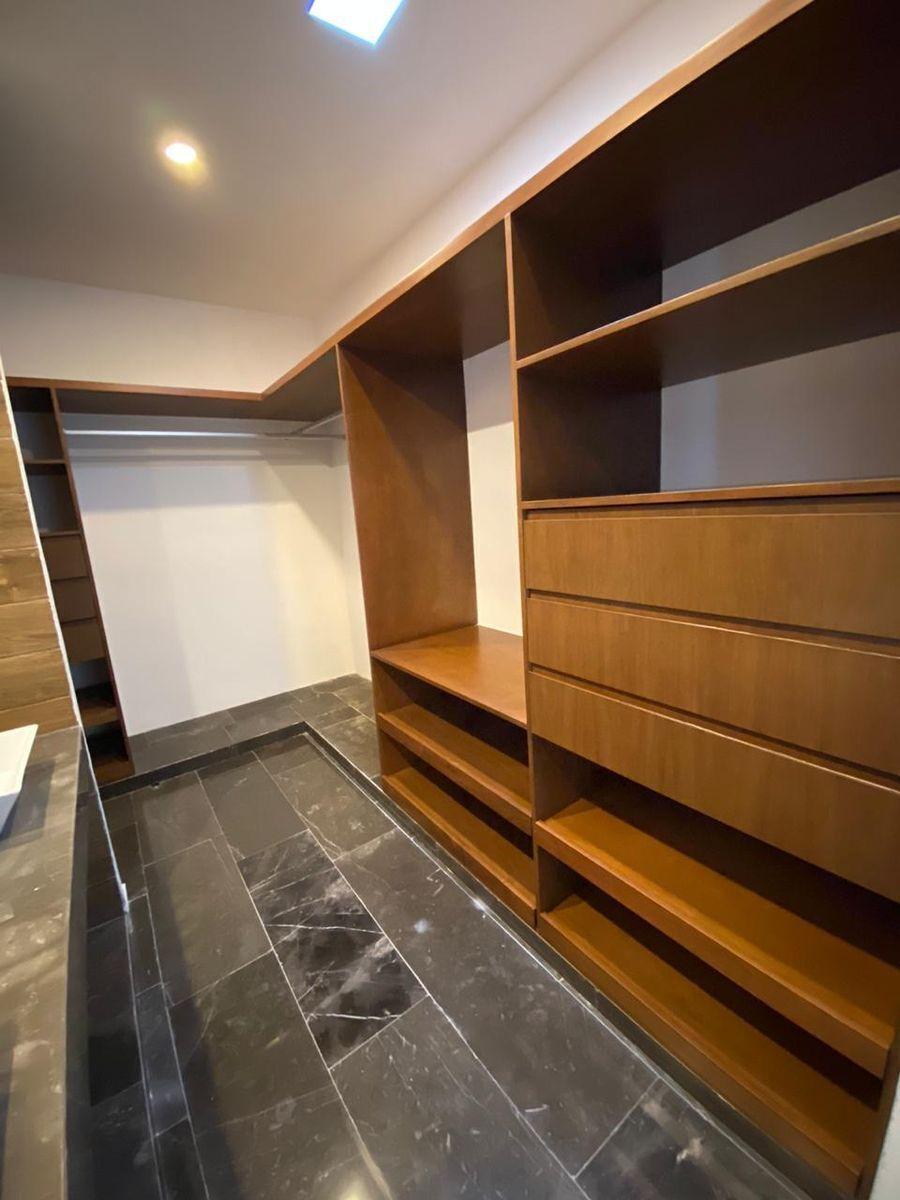 12 de 42: Closet Vestidor  Segunda Recámara