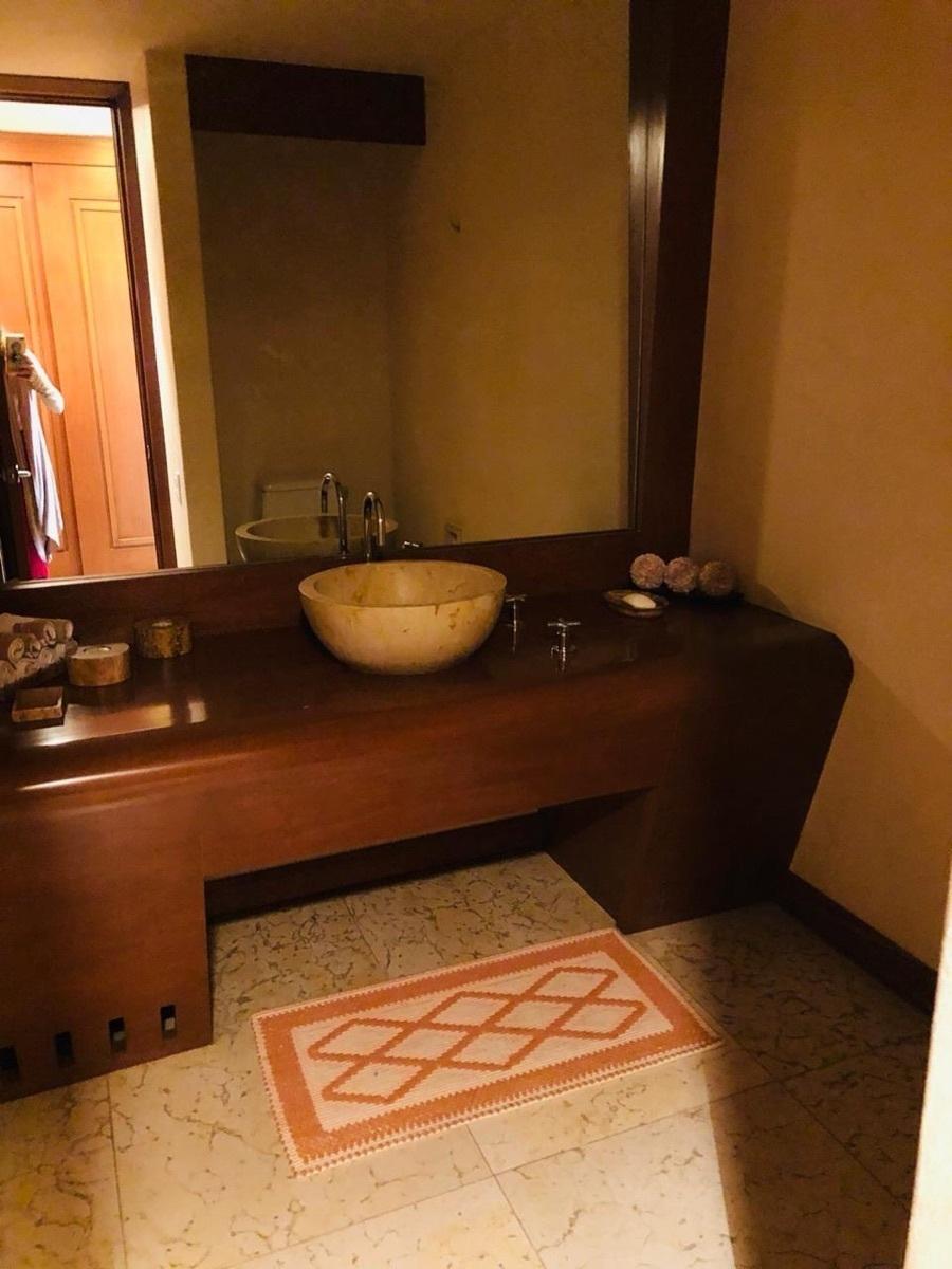 3 de 39: Baño visitas