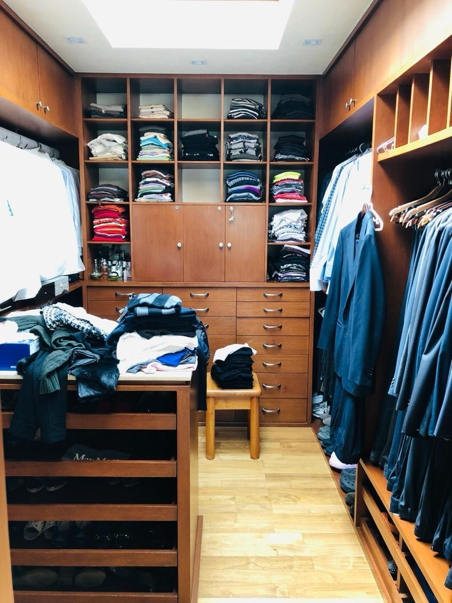 13 de 39: Walk-in closet recamara principal