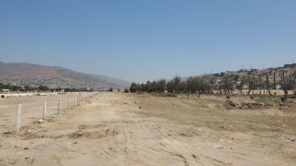 5 de 12: Terreno plano en zona industrial