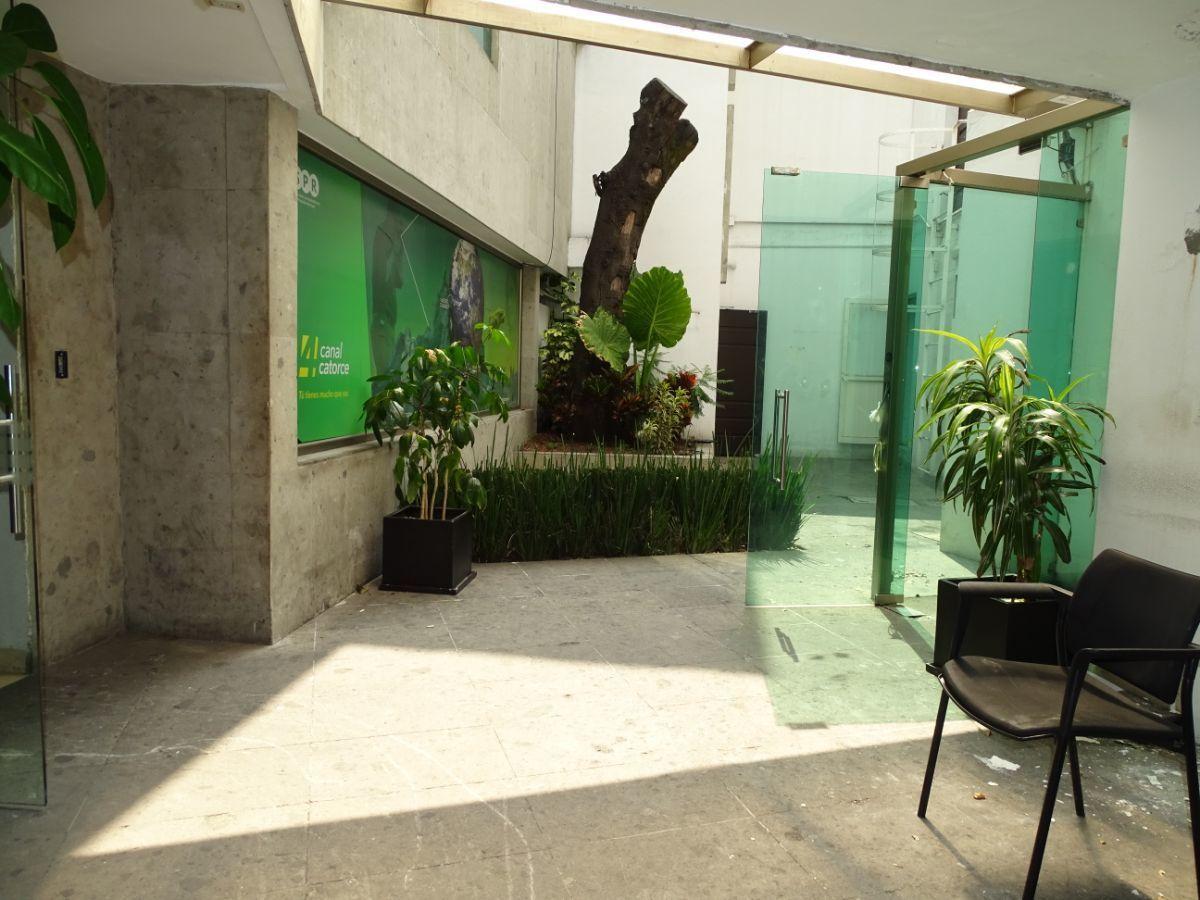 14 de 28: Areas de comunicación entre edificios