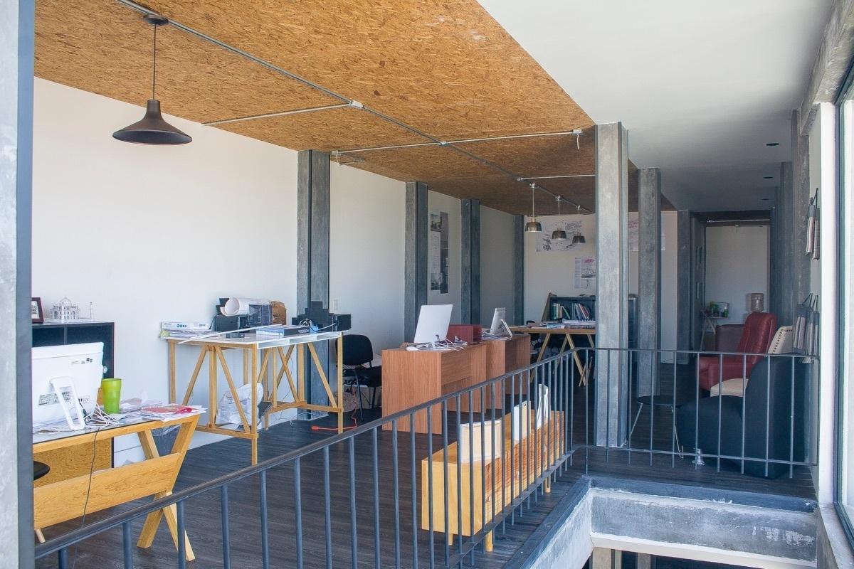 3 de 10: Moderno Edificio de Oficinas