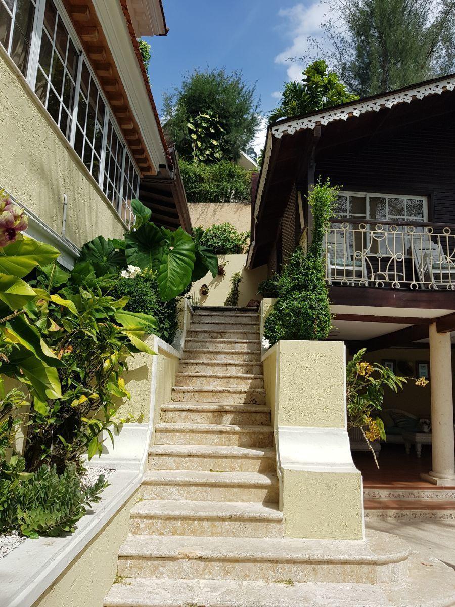 29 de 35: casa principal y guesthouse