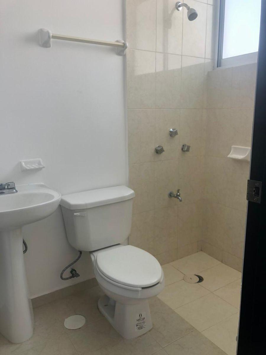 26 de 26: Baño de servicio
