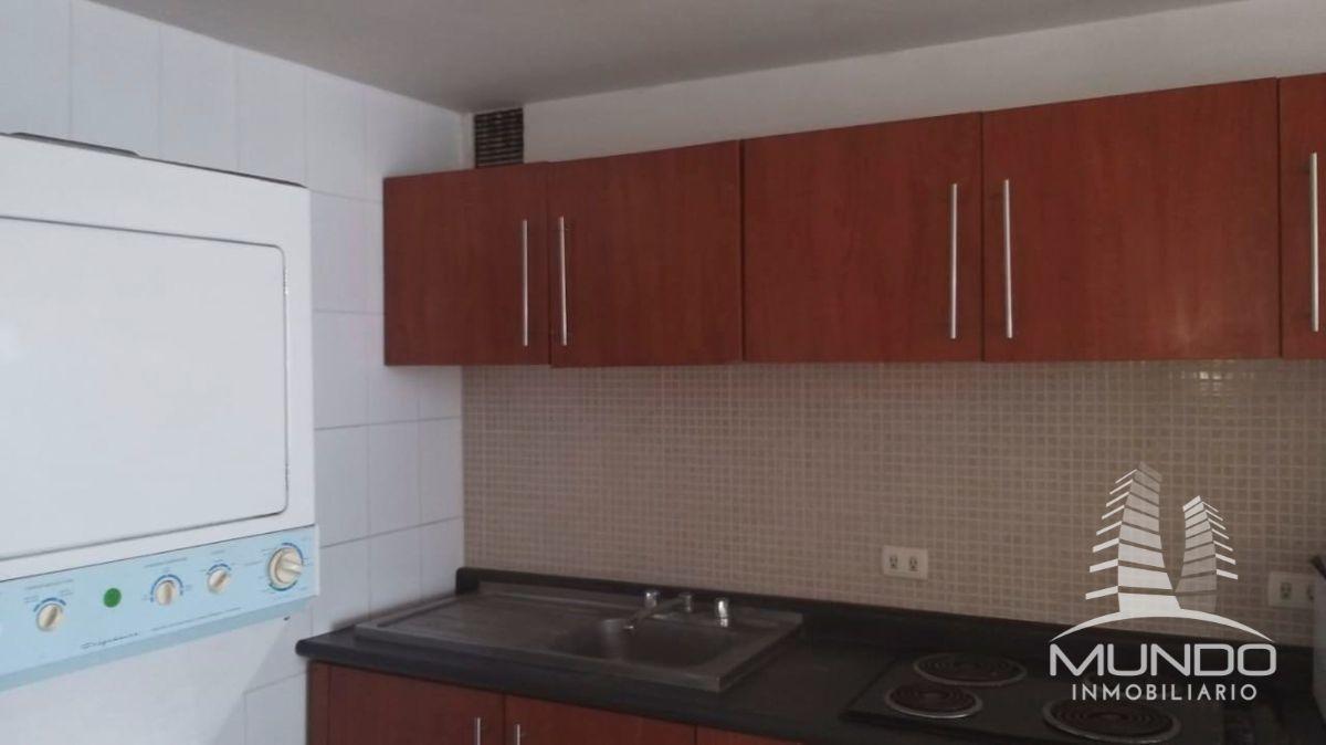 7 de 8: Cocina y lavandería equipada