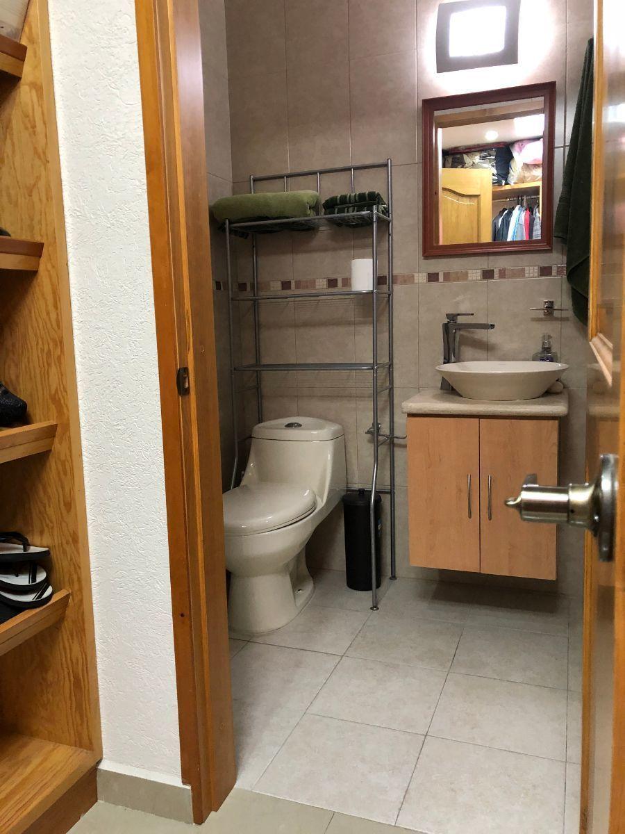 20 de 25: Baño completo con vestidor