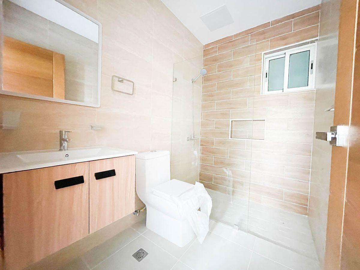 6 de 10: Baño Habitación #1