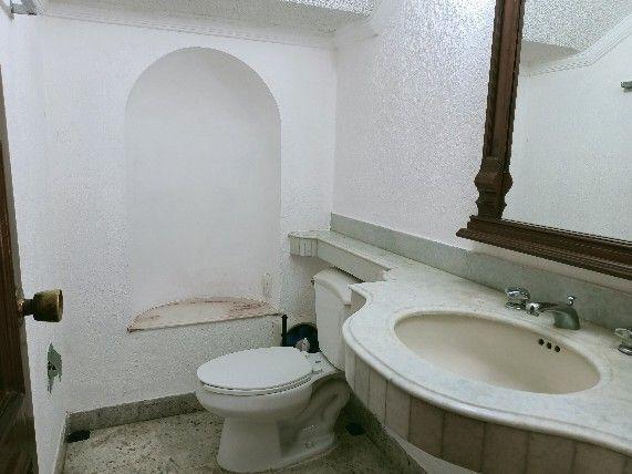 9 de 46: Baño de visitas