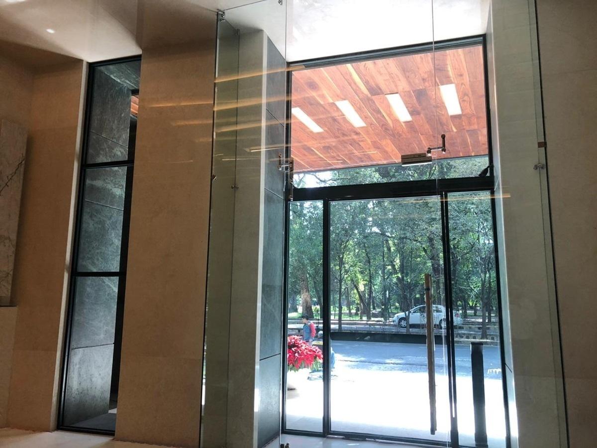 2 de 23: Vestíbulo de acceso peatonal  por Ruben Dario