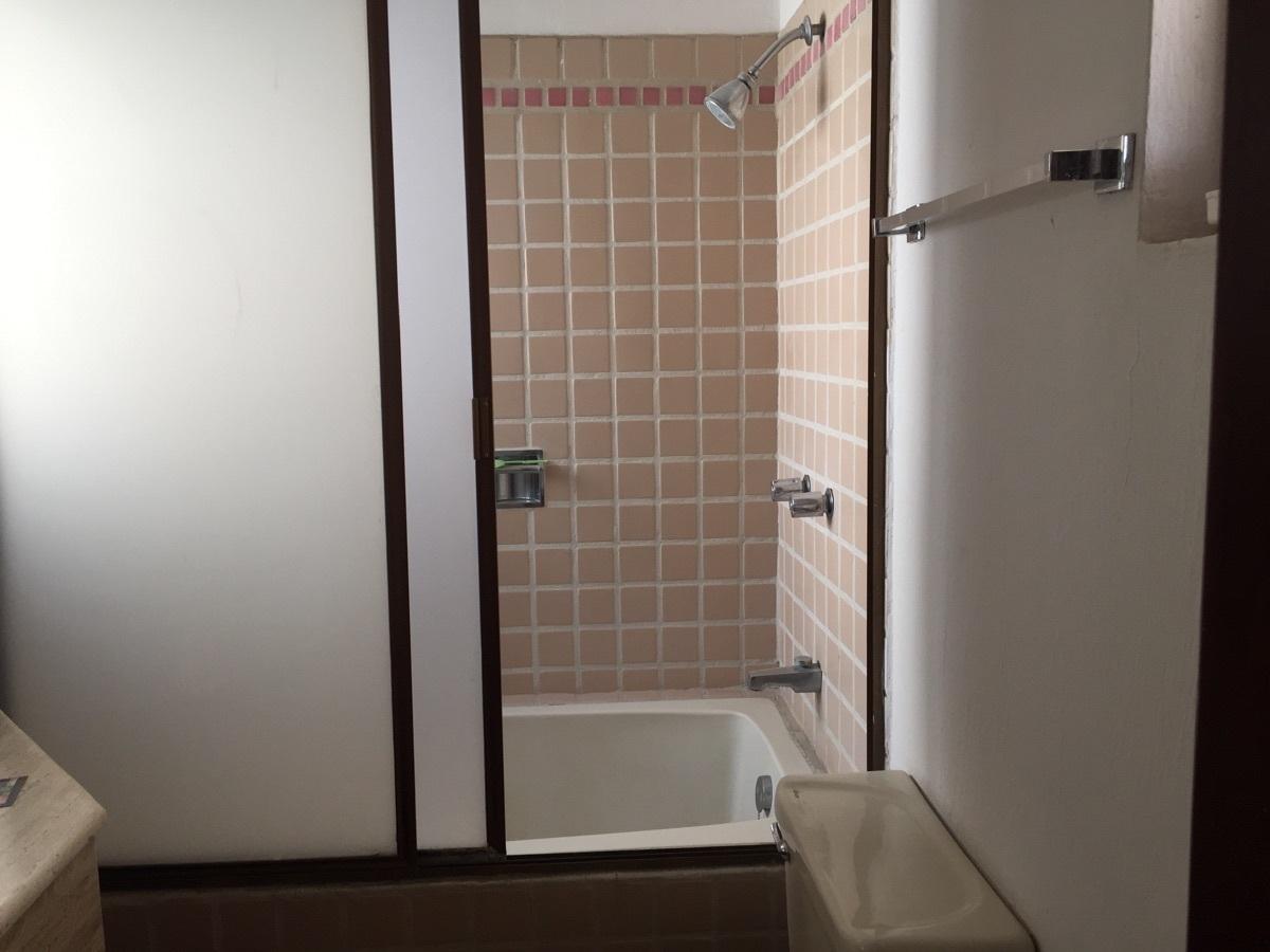 14 de 23: tina en baño principal