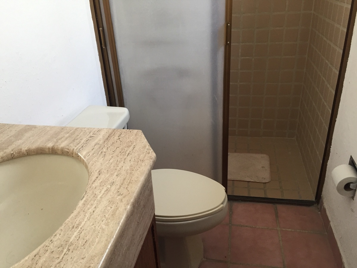 17 de 23: baño compartido de recámaras secundarias