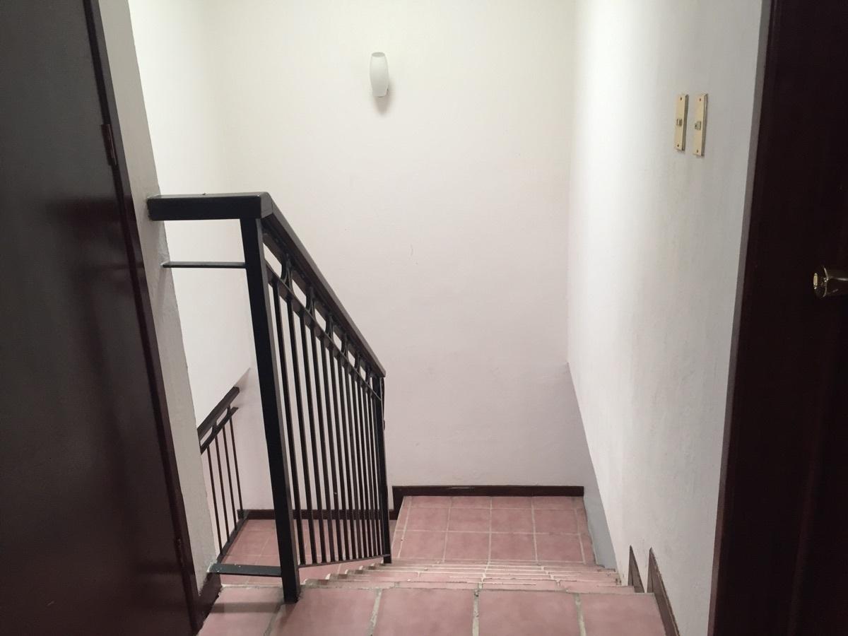 18 de 23: distribuidor y escaleras