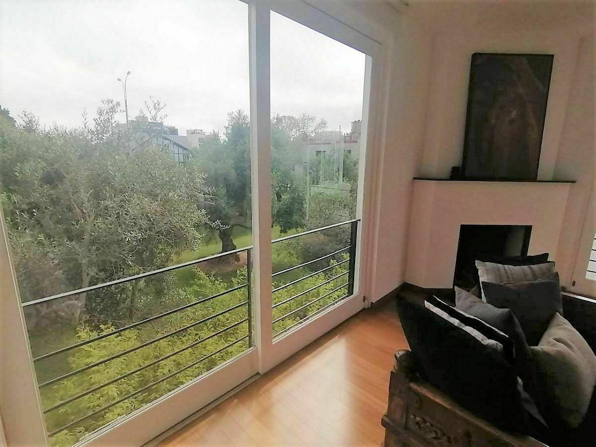 15 de 21: Hermosa Sala con Chimenea con Vista al Bosque El Olivar