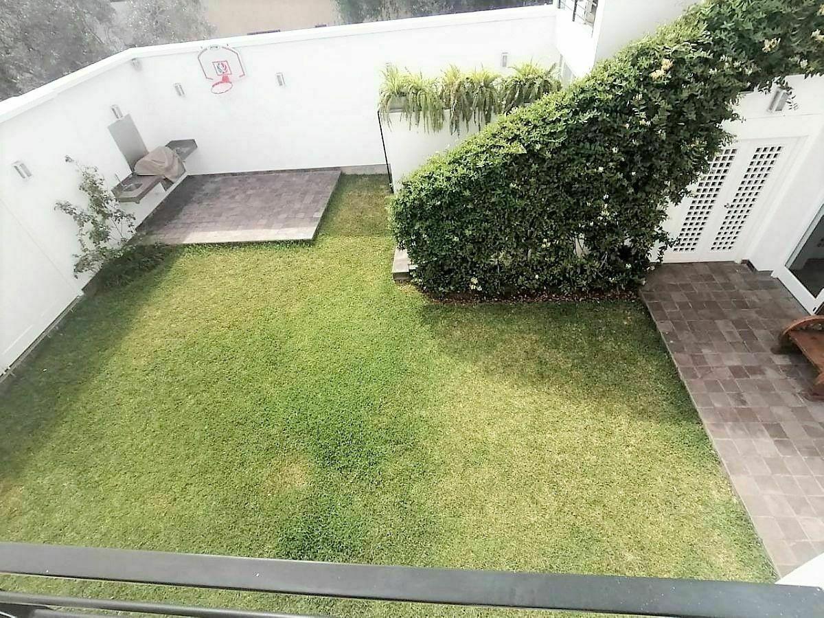 16 de 21: Vista al Jardín desde la sala y el comedor en el segundo Pis