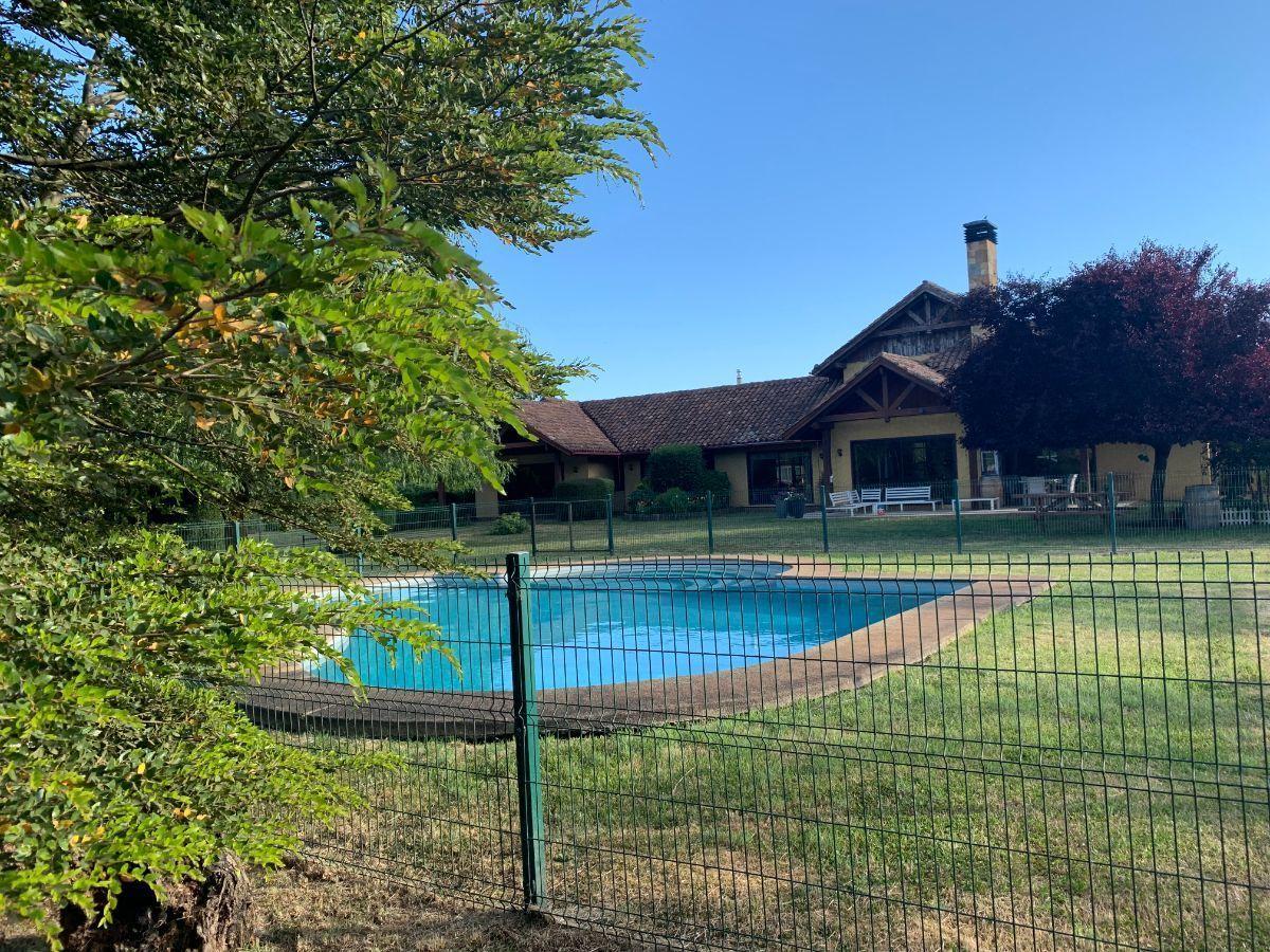 4 de 22: Panorámica casa y piscina