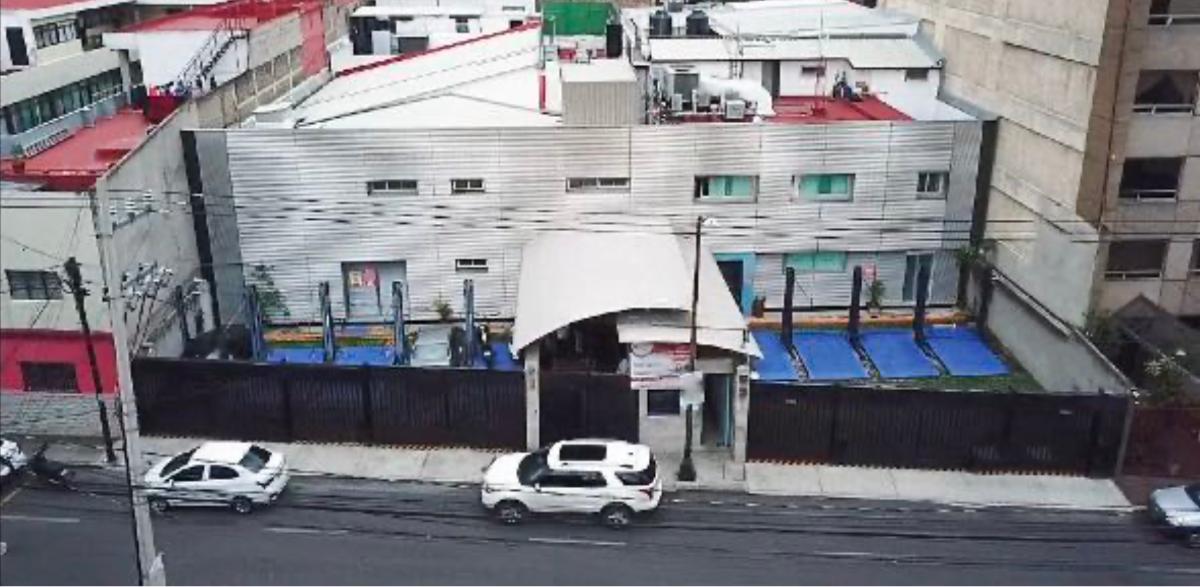 1 de 2: Estacionamientos al frente