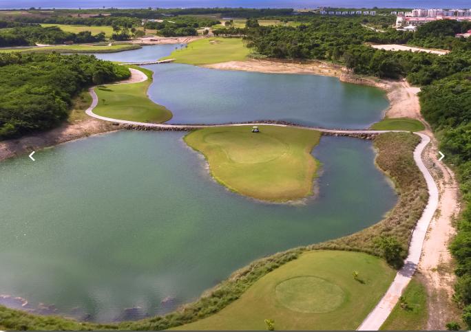 10 de 50: Campo de golf PGA de 18 hoyos. Campo de golf ejecutivo de 9